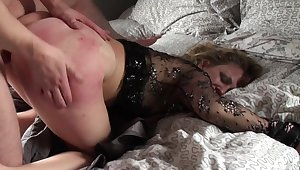 Mature loads her exasperation and pussy with young nephew's unearth