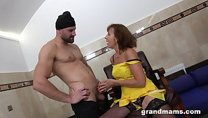 Addicted to sex granny hooks up with twosome young strangers